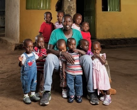 Африканский борец с ужасающими предрассудками