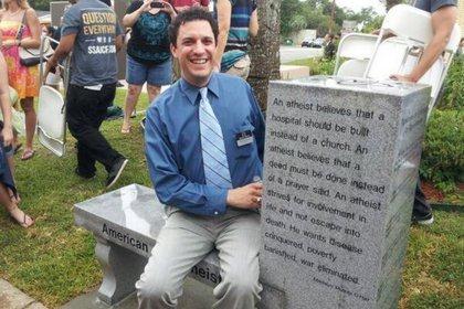 В США открыли первый в мире памятник атеизму