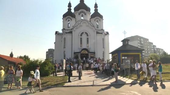 Во Львове первый звонок заменили церковным звоном