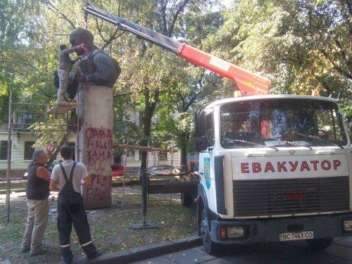 Демонтаж памятника С. Тудору во Львове