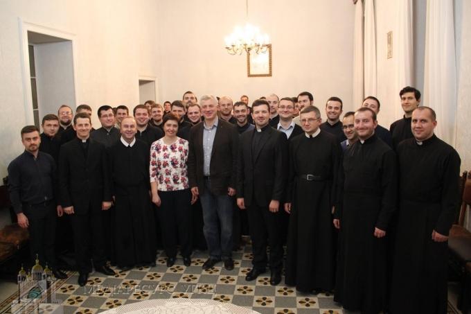 Встреча министра со студентами-богословами в Риме