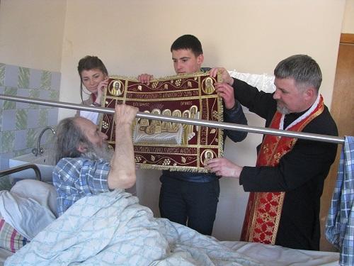 Священников хотят трудоустроить в украинских больницах